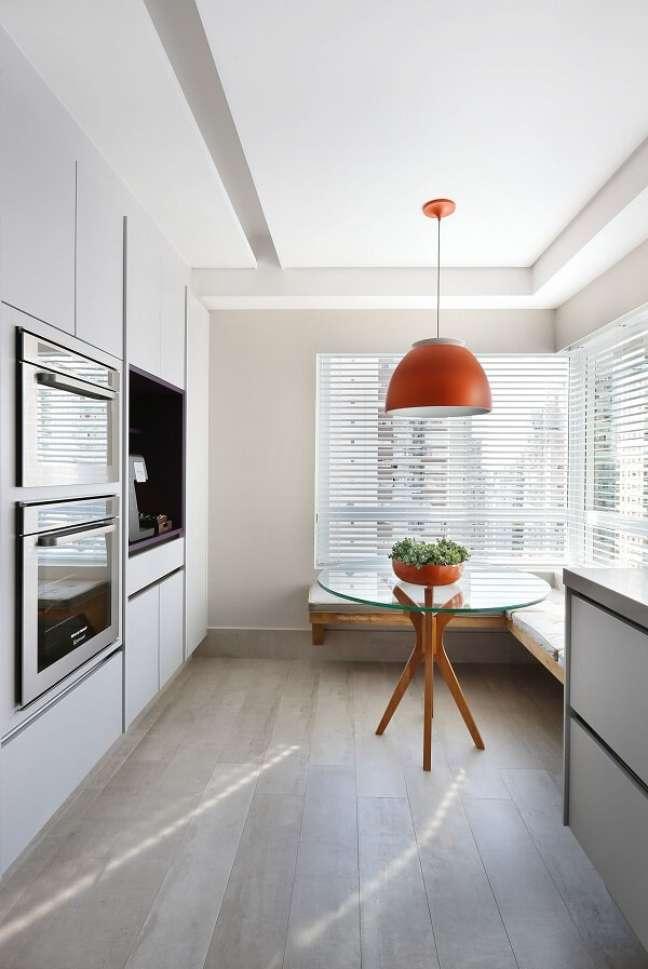 39. No feng shui decoração cozinha a iluminação natural é abundante. Projeto de Karen Pisacane