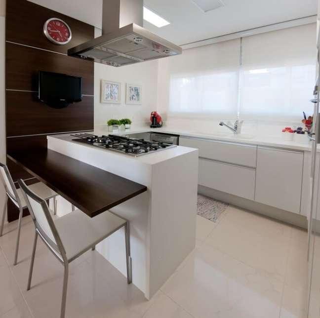 45. Posicione o fogão de forma que a pessoa que cozinha tenha visão direta da porta. Projeto de Archdesign Studio