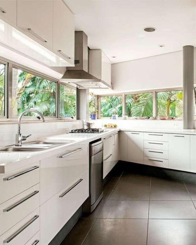 5. Cozinha feng shui iluminada e ventilada. Projeto de Gisaura Castro