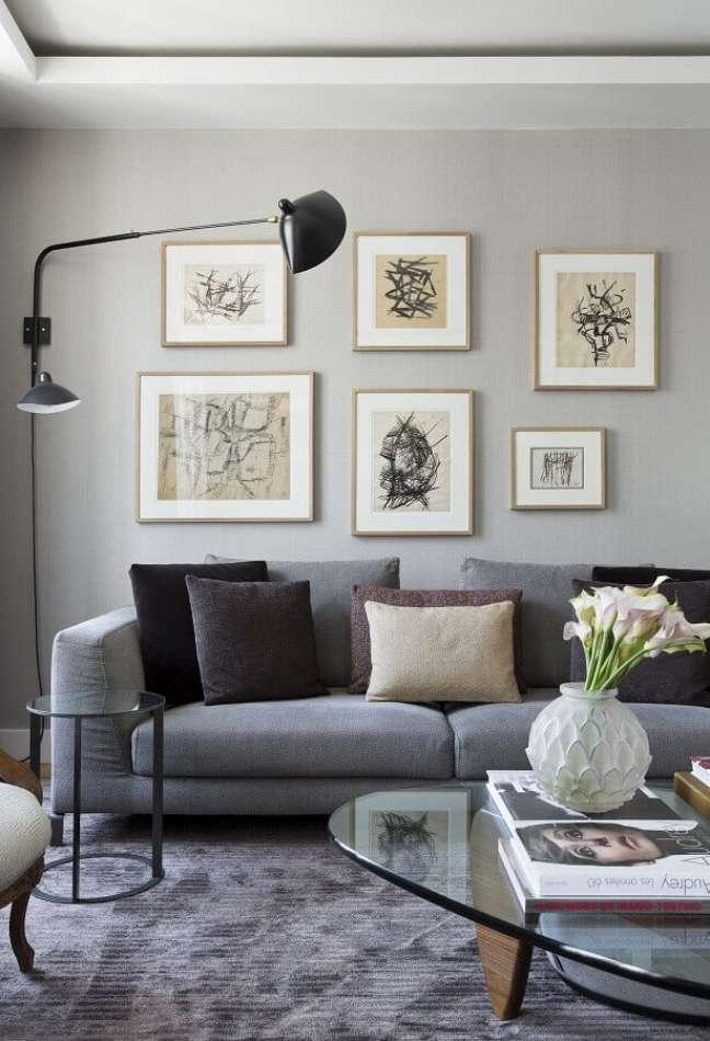 18. Cores neutras para sala decorada com almofadas para sofá cinza – Foto: Diego Revollo Arquitetura