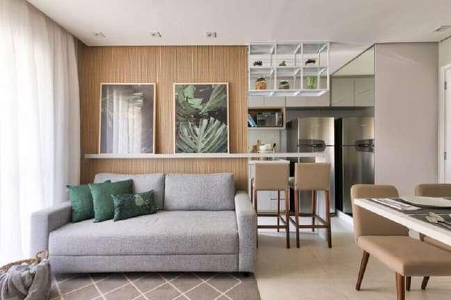 47. Sala de apartamento decorada com almofadas para sofá cinza pequeno – Foto: SP Estúdio