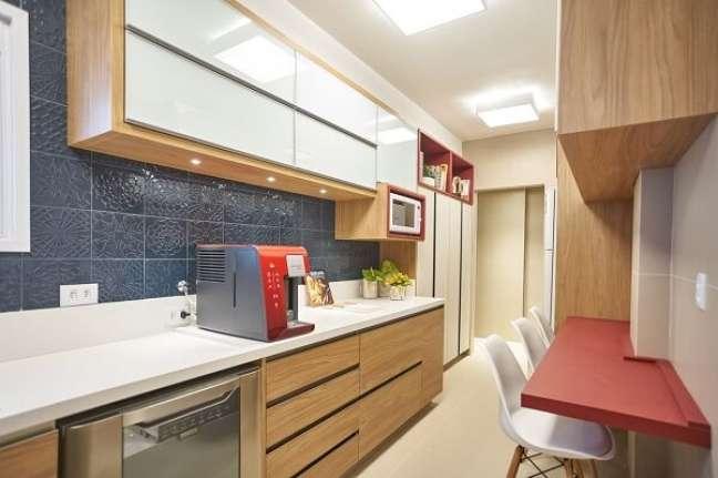 11. Aposte nas técnicas de feng shui decoração cozinha e posicione a lata de lixo longe do fogão. Projeto de Amanda Pagliarini Macedo