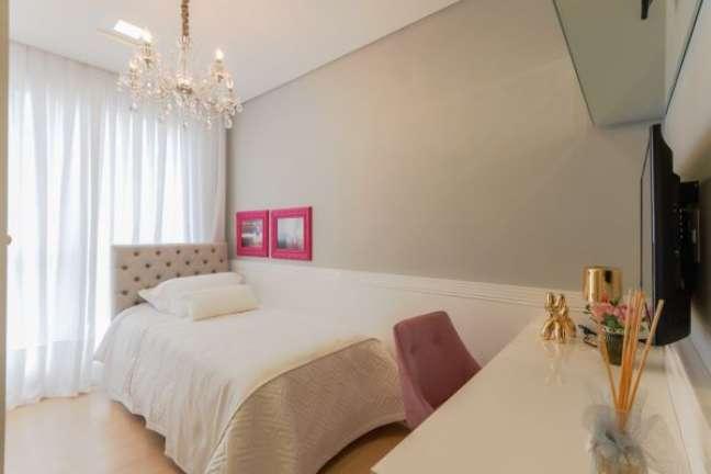 37. Quarto feminino com rodameio branco e parede cinza – Foto Lumina Residence