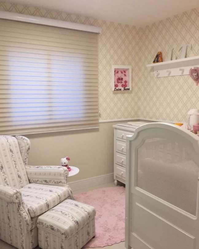 34. Quarto de bebe delicado com rodameio com papel de parede -Foto Mayra Almodova