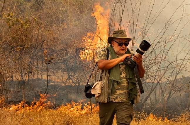 Araquém Alcântara no meio do fogo na Rodovia Transpantaneira. Setembro de 2020