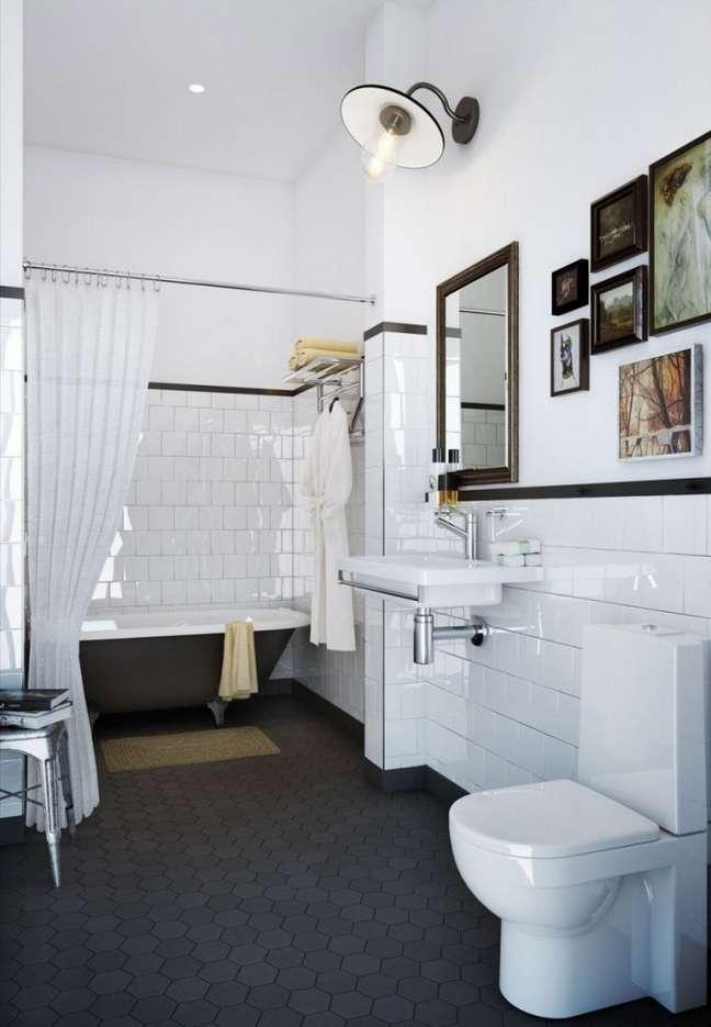 10. Banheiro com rodameio preto e azulejo branco – Foto Alexander White e da Läderfabriken