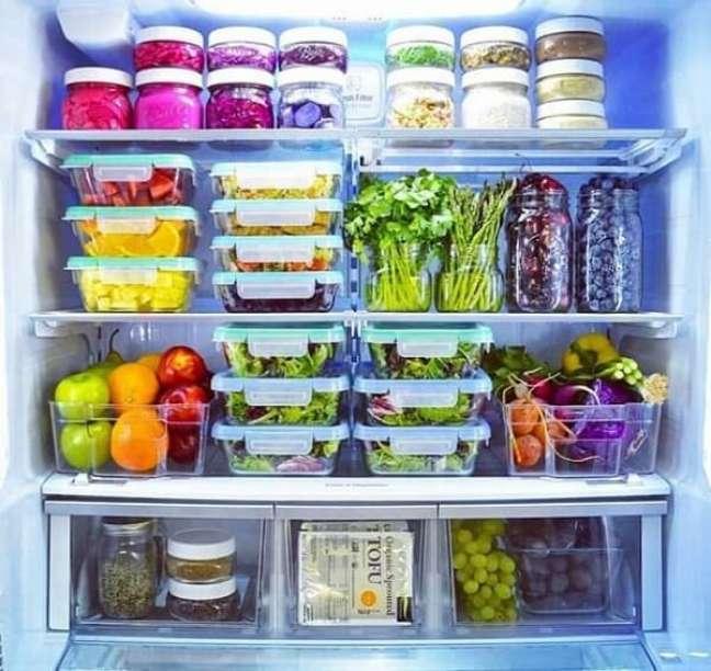 34. No feng shui cozinha evite armazenar pequenas quantidades de comida em grandes recipientes. Fonte: Dica Organizada