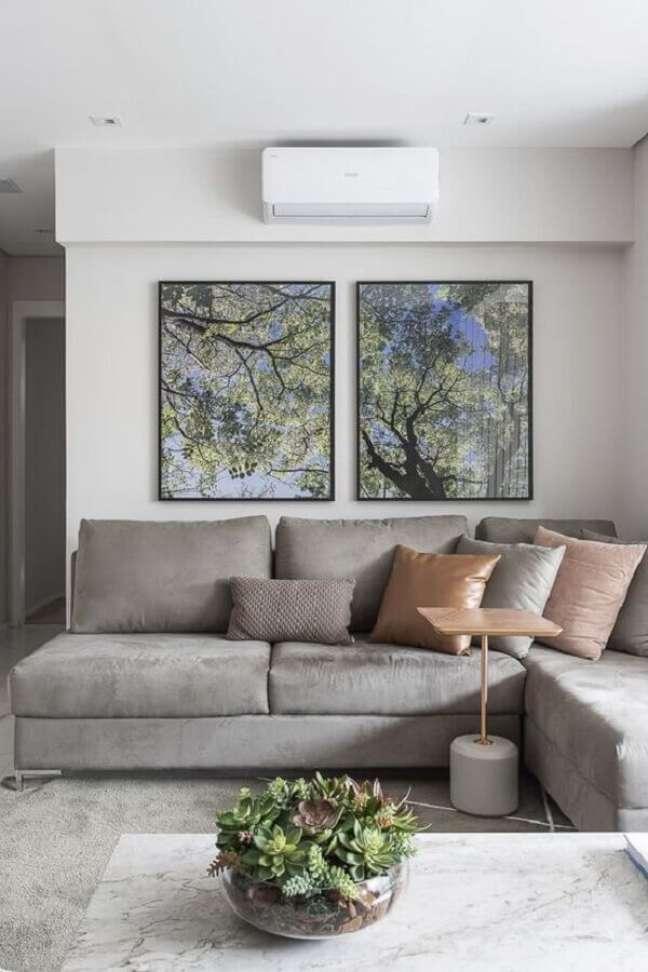 46. Sala branca decorada com almofadas para sofá cinza de canto – Foto: Sesso e Dalanezi Arquitetura + design