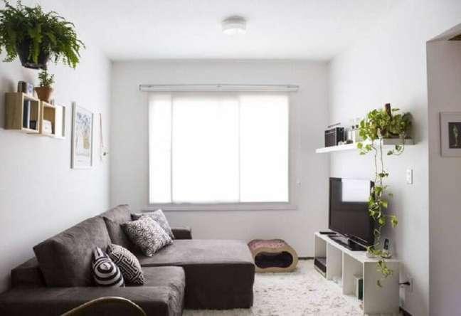 12. Cores para pintar sala pequena com decoração simples – Foto: Buji Decoração Reuso