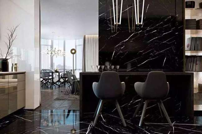 8. Porcelanato para cozinha marmorizado no chão e na parede – Foto Amo Decorar