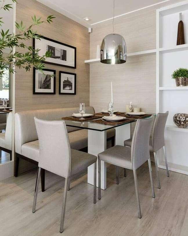 21. Cores para sala de jantar pequena decorada com luminária pendente cromada – Foto: Decor Fácil
