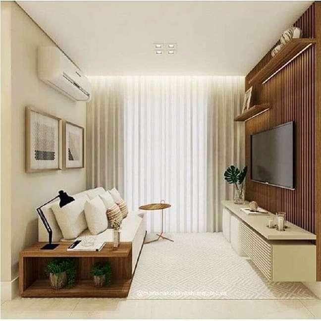 36. Cores para sala pequena decorada com rack suspenso e painel ripado de madeira – Foto: Apartamento 1007
