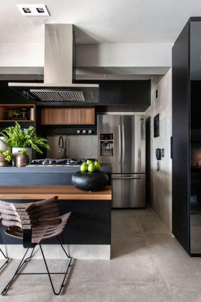 2. Porcelanato cimento queimado na cozinha moderna e armários pretos – Foto Studio RG