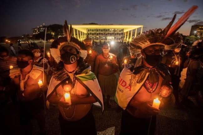 Indígenas protestam em Brasília para manter direitos sobre suas terras