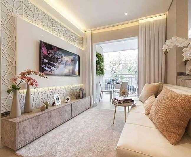 14. Cores para sala de estar pequena decorada com revestimento 3D e vasos de plantas – Foto: Decor Fácil