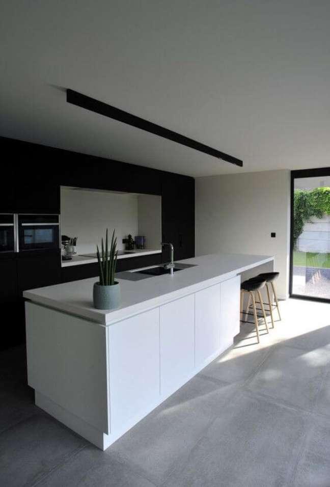 24. Cozinha americana com balcão branco – Foto Architecten