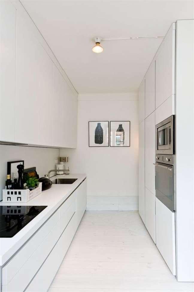 45. Decoração com porcelanato branco para cozinha pequena – Foto Casa de Valentina