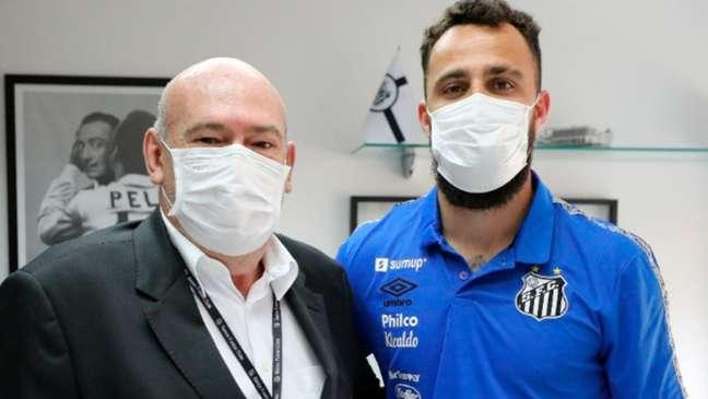 Goleiro Jandrei assinou com o Santos até o final do Paulistão 2022 (Foto: Pedro Ernesto Guerra Azevedo/Santos FC)