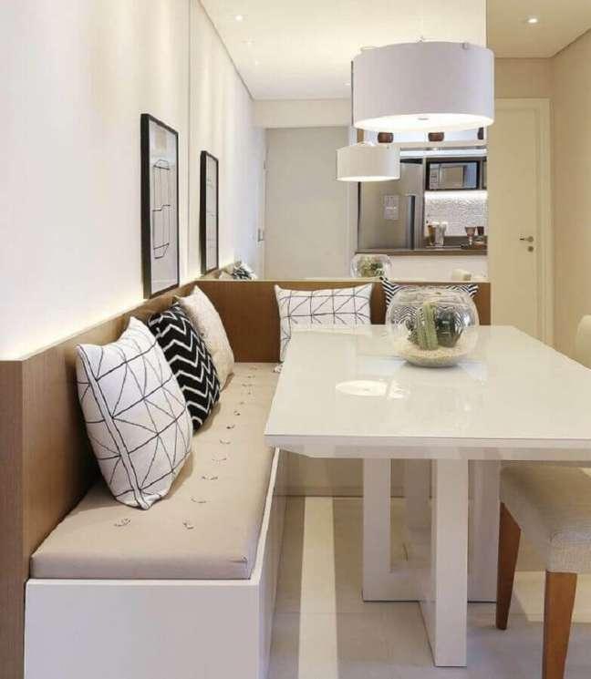 18. Cores para sala de jantar pequena decorada com almofadas para cama alemão – Foto: Flávio Pio