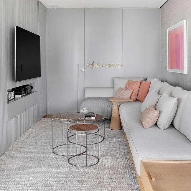 46. Cores para sala pequena e moderna decorada com almofadas para sofá de canto – Foto: Julia Ribeiro