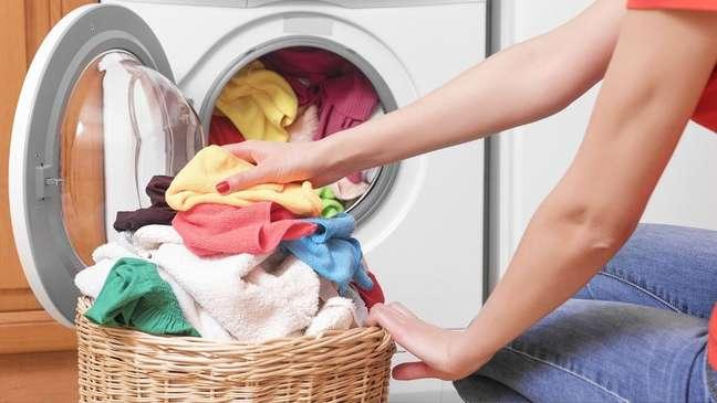 Os símbolos presentes nas etiquetas indicam a melhor forma de lavar, passar e secar as roupas