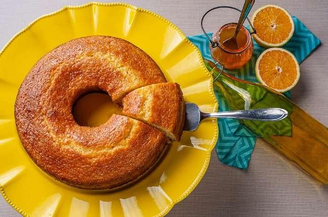 3. Como fazer bolo de laranja com calda – Foto: Istock
