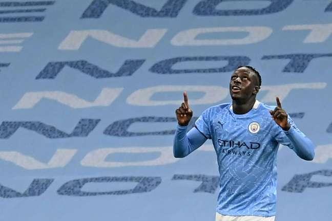 Mendy, do Manchester City, está preso acusado de estupro e assédio sexual (Foto: MICHAEL REGAN / POOL / AFP)