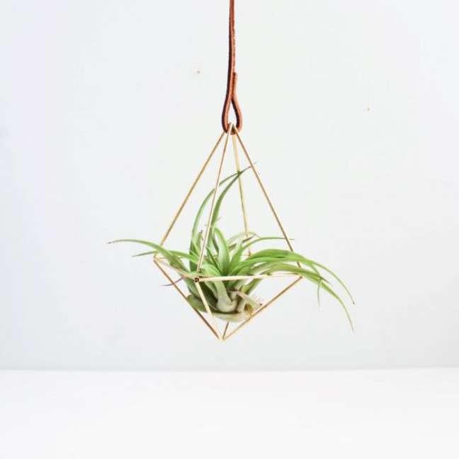 36. Vaso dourado para plantas aéreas delicadas – Por Handmade SamMade