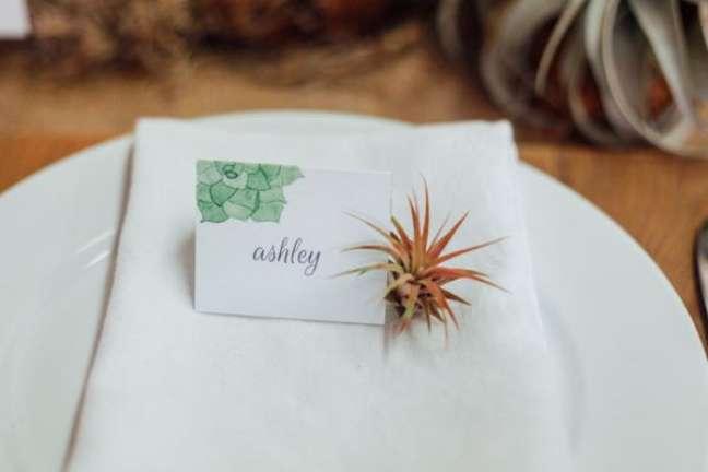 20. Plantas aéreas na decoração da mesa de jantar – Foto Treasures And Travels Blog
