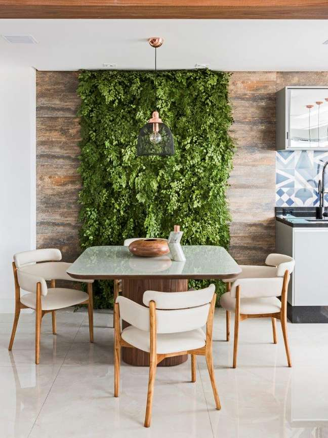50. Decoração para sala de estar com parede verde – Foto Renato navarro