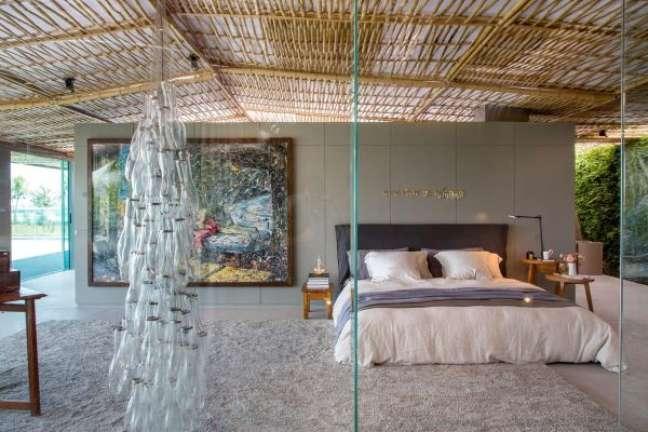 1. Como escolher colchão: quarto de casal com colchão confortável e decoração sustentável – Foto giseletaranto
