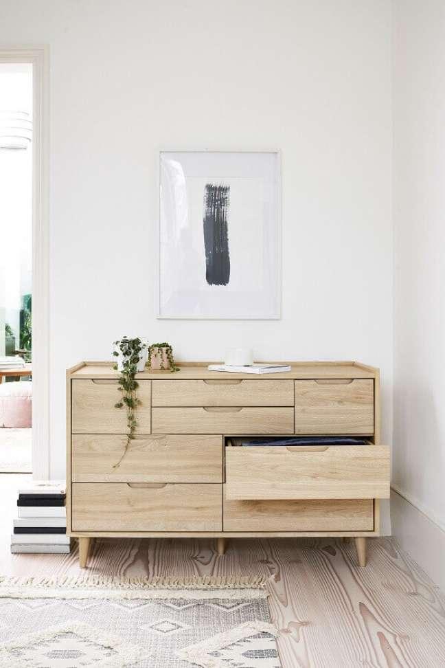 44. Decoração clean para quarto com cômoda de madeira clara – Foto: Next.co
