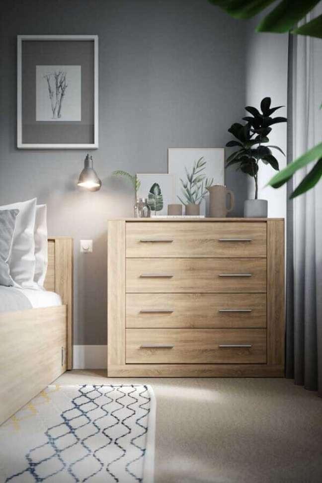 47. Decoração de quarto cinza com cômoda de madeira – Foto: Behance