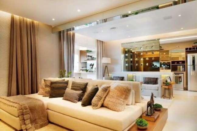 1. Almofadas para sofá grande e clássico – Foto Quitete e faria