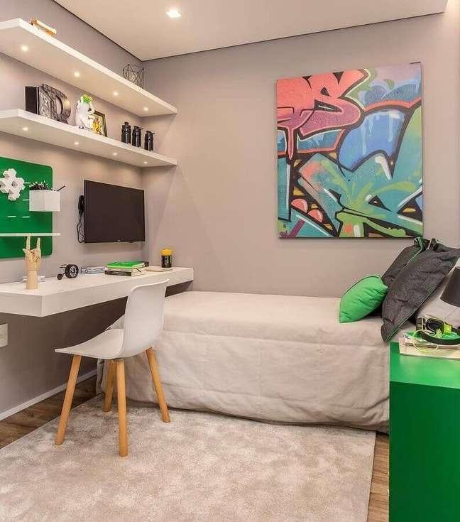 9. Quadro colorido para decoração de quarto adolescente masculino pequeno – Foto: Claudia Albertini Arquitetura