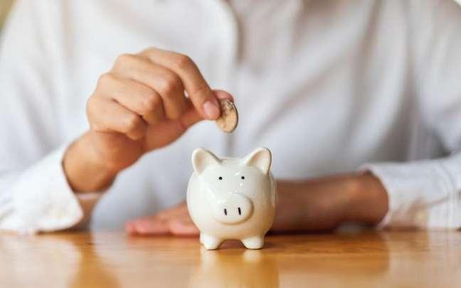 Saia do vermelho e tenha mais abundância com o dinheiro - Shutterstock.