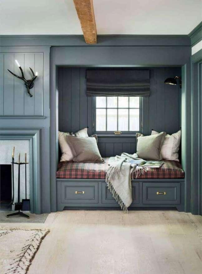 15. Cantinho da leitura aconchegante na sala de estar com almofadas grandes para chão – Foto Hendricks Chuchill
