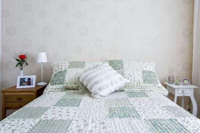 14. Cama decorada com almofadas grandes – Foto Luciane Mota