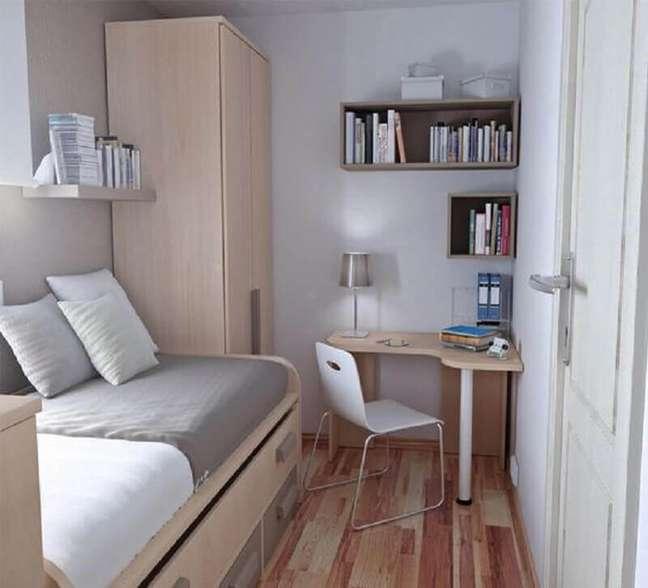 29. Decoração simples para quarto masculino pequeno com escrivaninha de canto – Foto: Essência Móveis de Design