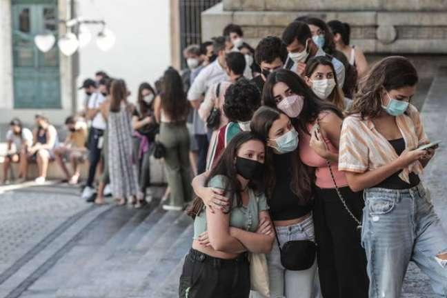Fila de vacinação contra a Covid-19 no Rio de Janeiro