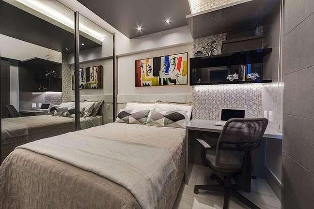 28. Decoração moderna para quarto masculino pequeno com móveis planejados – Foto: Tânia Povoa Arquitetura e Decoração