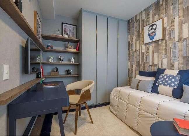 43. Papel de parede rustico para decoração de quarto masculino pequeno azul e cinza – Foto: Newlar Móveis