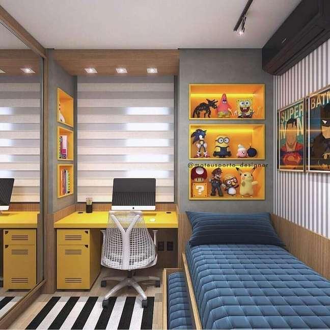 60. Tapete listrado para decoração de quarto pequeno masculino planejado – Foto: Magz House