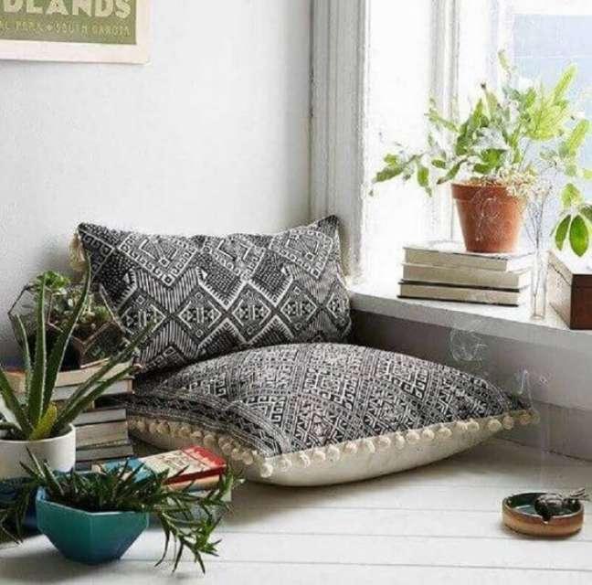 7. Almofadas grandes para sentar no cantinho da leitura – Foto Urban Outfitters