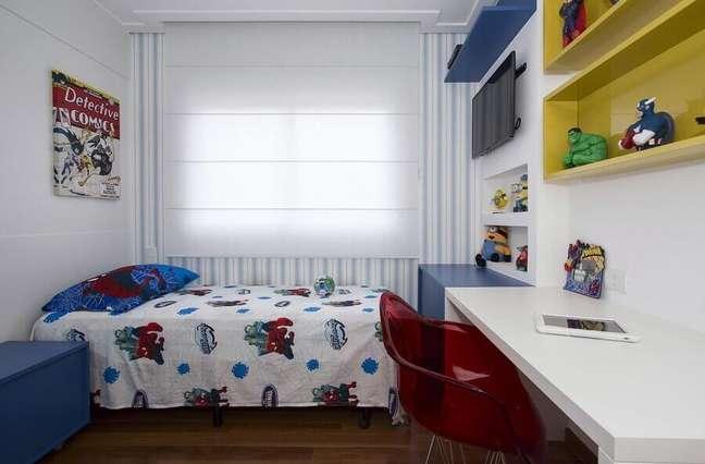 40. Nichos coloridos para decoração de quarto infantil masculino pequeno – Foto: Erica Salgueiro