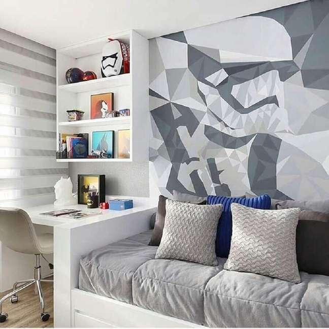 42. Papel de parede moderno para decoração de quarto masculino pequeno – Foto: Chris Silveira