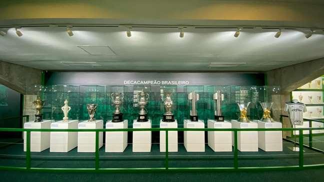 Taças expostas na nova sala de troféus do Palmeiras, inaugurada nesta quinta-feira
