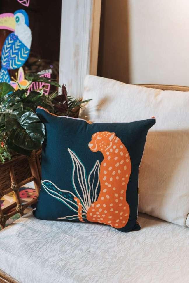 30. Poltrona decorada com almofadas grandes – Foto Munny
