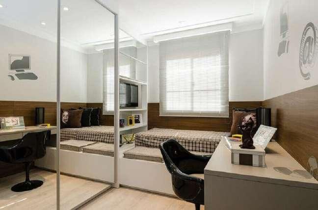 26. Decoração de quarto pequeno masculino com moveis planejados – Foto: Sakuma Arquitetura