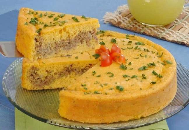 Guia da Cozinha - Torta de milho e carne moída que vale por uma refeição!